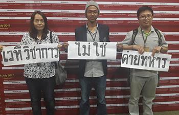 แอมเนสตี้ ร้องไทยยุติดำเนินคดีในข้อหาชูป้าย #เวทีวิชาการไม่ใช่ค่ายทหาร ชี้ขัดต่อเสรีภาพในการแสดงออก