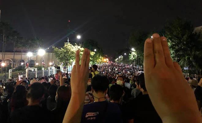มีการจับกุมผู้ชุมนุมเพิ่มขึ้นท่ามกลางประกาศสถานการณ์ฉุกเฉินเพื่อห้ามการชุมนุม