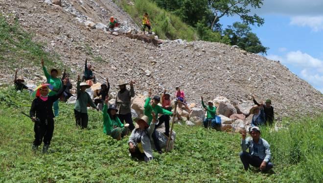 กลุ่มอนุรักษ์ฯ เดินหน้าปลูกต้นไม้บนเหมืองหิน ครั้งที่ 2 กว่า 1,900 ต้น หวังฟื้นฟูเหมืองหินพัฒนาเป็นแหล่งท่องเที่ยวในอนาคต