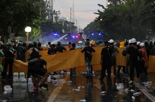 แถลงการณ์ ขอให้รัฐบาลยุติการใช้ความรุนแรงต่อผู้ที่ออกมาใช้เสรีภาพในการชุมนุมโดยสงบโดยทันที